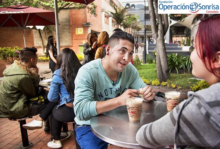 Óscar en la actualidad estudia idiomas en la universidad, asegura que es una de sus pasiones.