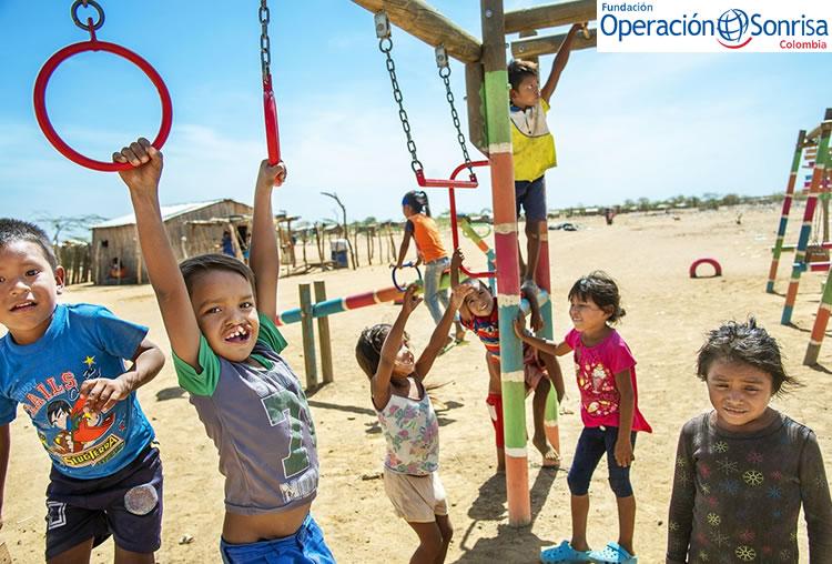 Pedro y sus amigos juegan en el asentamiento de refugiados del 3 de abril en Uribia, Colombia. Foto: Rohanna Mertens.